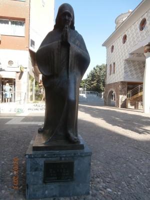 Socha rodáčky Matky Terezy